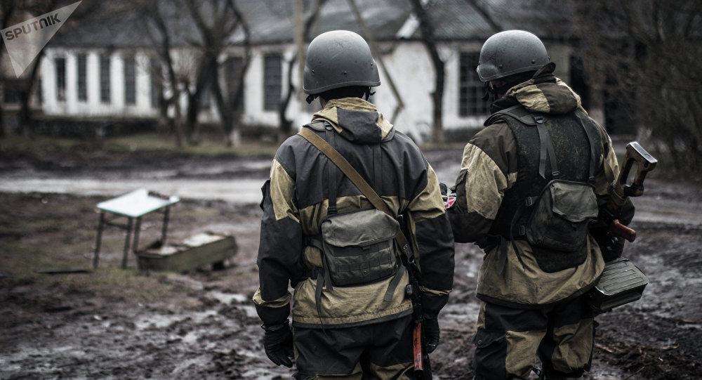 Combatentes da Autoproclamada República Popular de Donetsk, em Shirokino