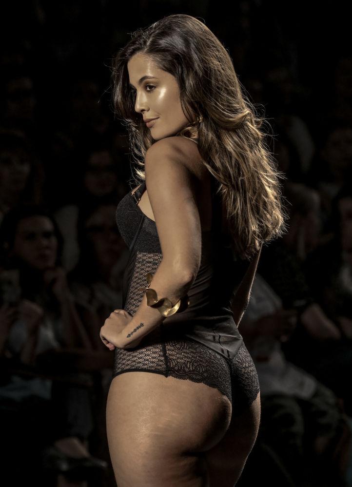 Modelo durante a apresentação da marca colombiana Leonisa na semana Colombiamoda 2017, em Medellín