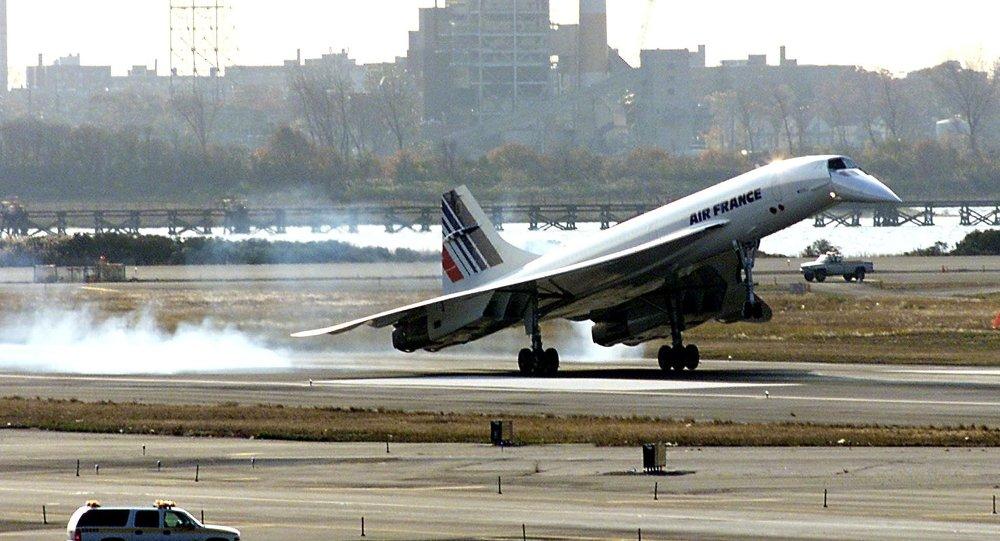 Avião Concorde das linhas aéreas Air France aterrissa no aeroporto de Nova York, em 7 de novembro de 2001 (foto de arquivo)