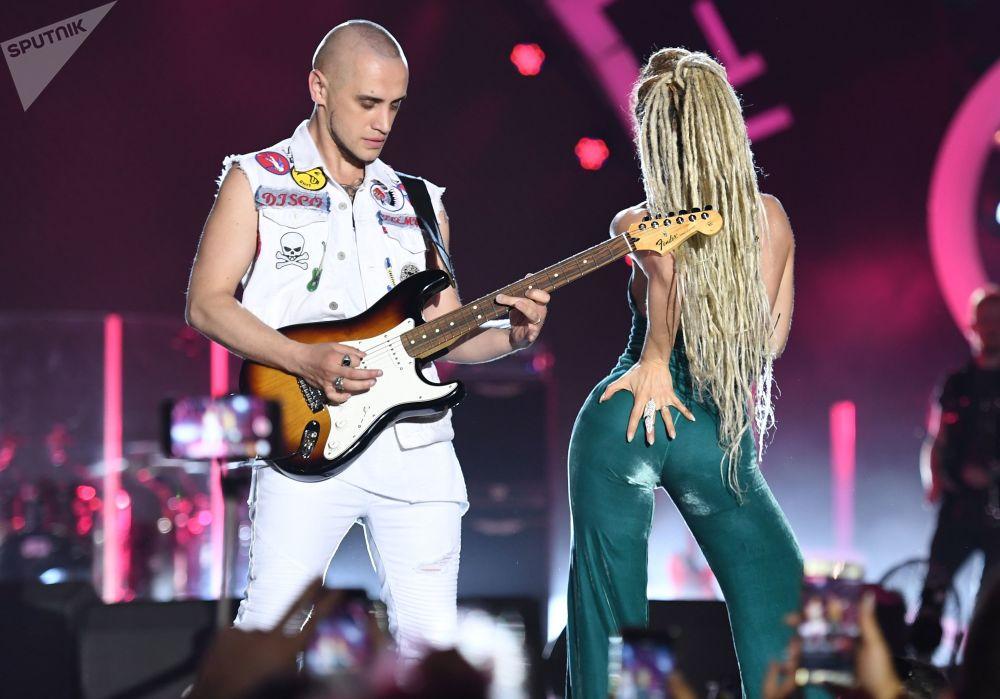 A líder da banda musical bielorrussa (agora sediada em São Petersburgo) Iowa, Ekaterina Ivanchikova, durante o festival ZHARA na capital azeri de Baku