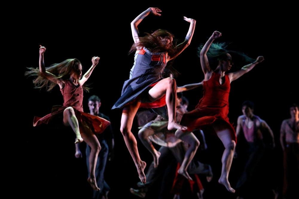 Dançarinos tomam parte do Festival de Coreografia em Santiago, no Chile