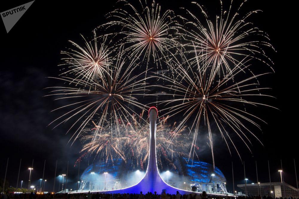 Etapa eliminatória no âmbito do Campeonato Mundial de Fogos de Artifício no Parque Olímpico em Sochi