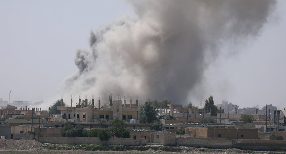 Consequências de ataque aéreo na província de Raqqa (Arquivo)