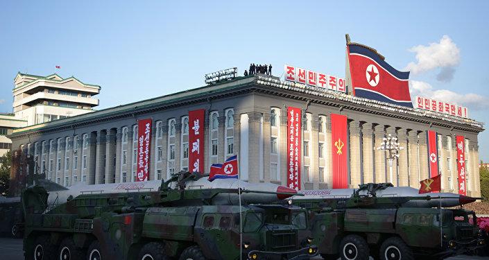 Mísseis balísticos durante desfile na Coreia do Norte