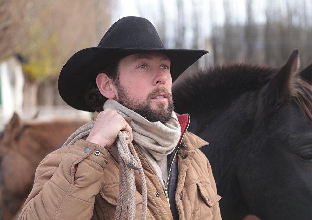 Caubói Filipe Masetti Leite e seu cavalo