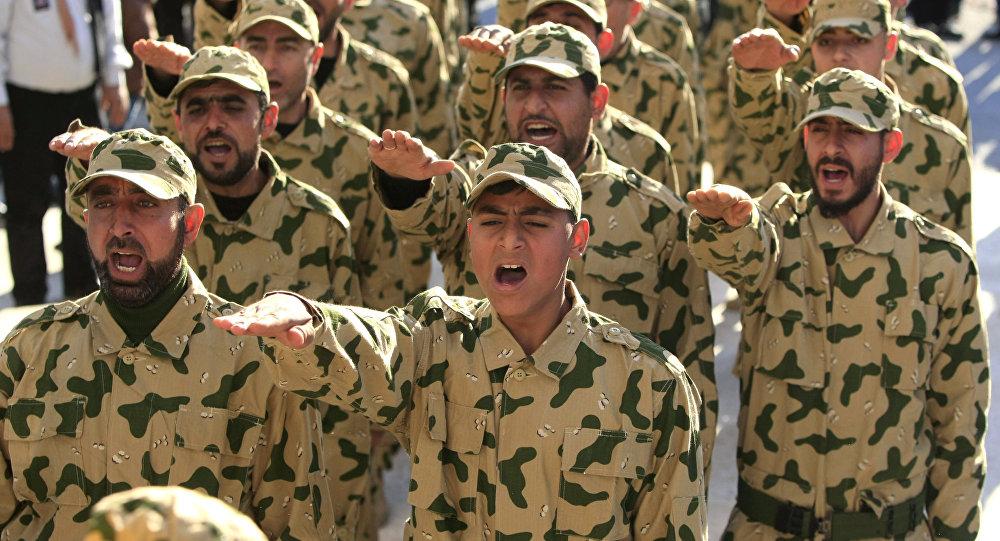 Parada do Hezbollah durante uma cerimônia de homenagem a militantes mortos, no Líbano, em 18 de fevereiro de 2017.