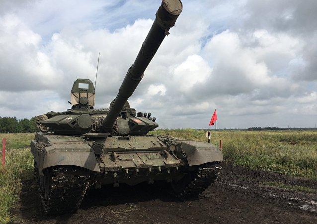 Um tanque soviético T-72 que participou de uma das fases do Rembat 2017 em Omsk