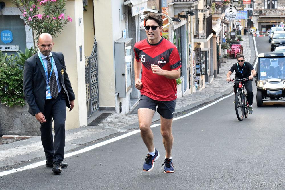 O premiê do Canadá, Justin Trudeau, durante uma corrida na comuna italiana de Taormina depois da cúpula do G7
