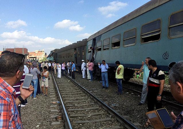 Na sexta-feira (11 de agosto de 2017) em uma ferrovia nos arredores da cidade egípcia de Alexandria colidiram dois trens – um proveniente do Cairo e o outro de Porto Said