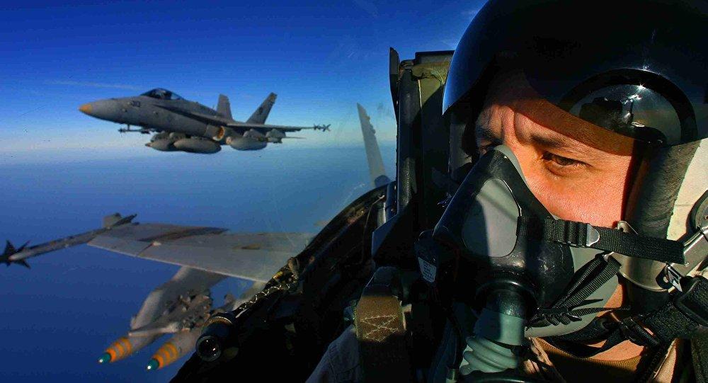 Piloto de um avião estadunidense F/A-18 Hornet