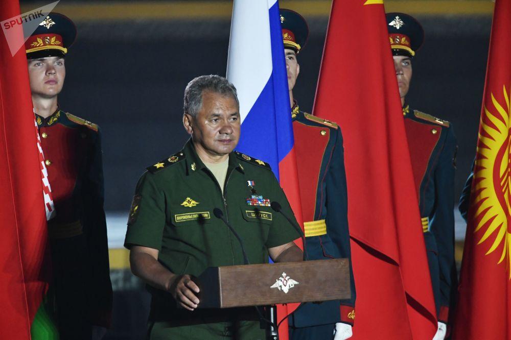 Ministro da Defesa russo, Sergei Shoigu, participa da cerimônia de encerramento dos Jogos Internacionais de Exército 2017