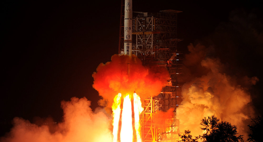 Foguete chinês Chang'e-3 está lançado a partir do Centro de Lançamento de Satélites na província chinesa de Sichuan, China, dezembro de 2013