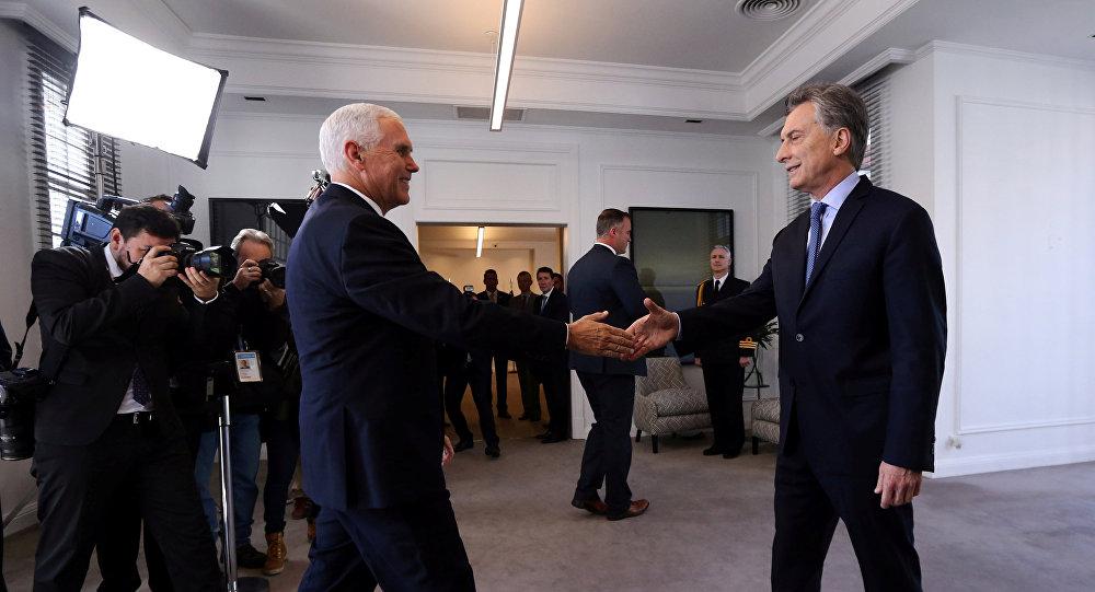 Presidente da Argentina, Mauricio Macri, recebendo o vice-presidente dos EUA, Mike Pence, em Buenos Aires