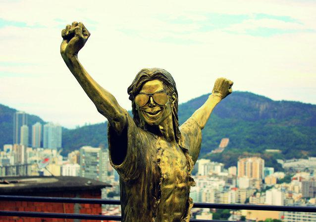 Estátua de Michal Jackson