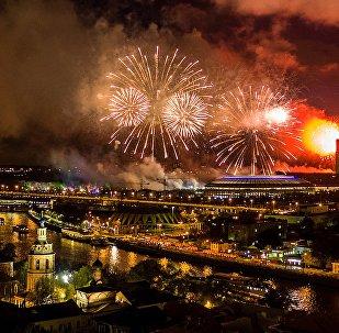 Fogos de artificio em Moscou durante as celebrações do Dia da Vitória, 2017