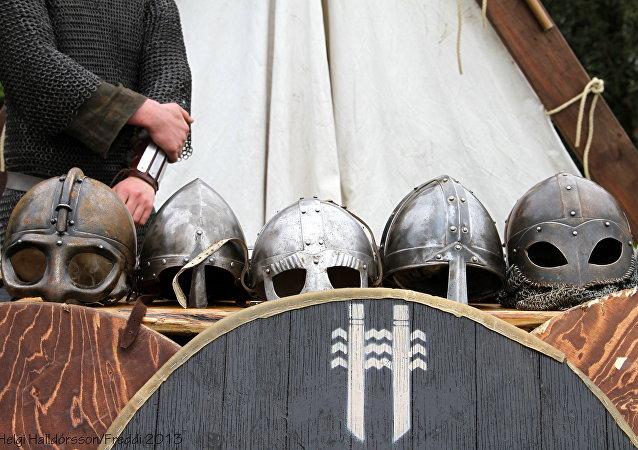 Armas e armadura de vikings (arquivo)