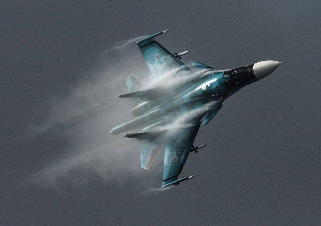 Su-34 é um caça-bombardeiro russo avançado