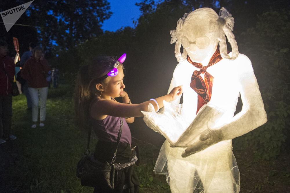 Festival da arte de iluminação na região de São Petersburgo