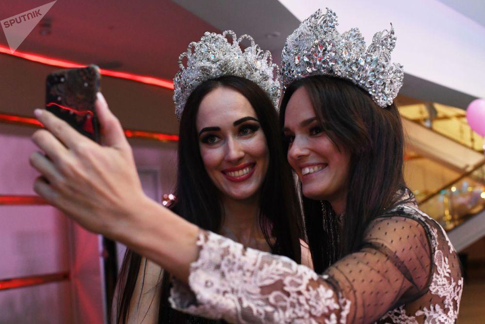 Participantes tiram selfie