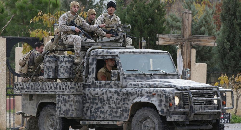 Forças Especiais do Exército libanês patrulham ruas de Ras Baalbek, no vale do Becaa (foto de arquivo)