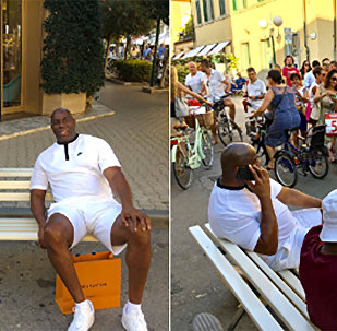 Samuel L. Jackson e Magic Johnson durante as férias de ambos na Itália
