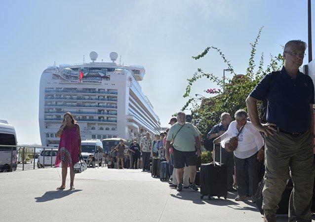 Com queda de turistas, há hoteis que amargam prejuízo de até R$ 2 milhões por mês