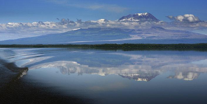 Vulcão Shiveluch, localizado na península de Kamchatka, é um dos mais ativos do mundo