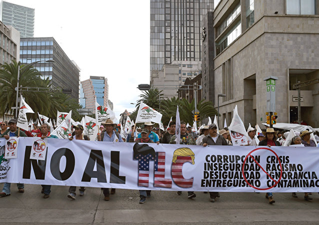 Mexicanos protestam contra o NAFTA na Cidade do México, 16 agosto de 2017
