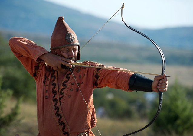 Reconstrução de um guerreiro num festival histórico na Crimeia