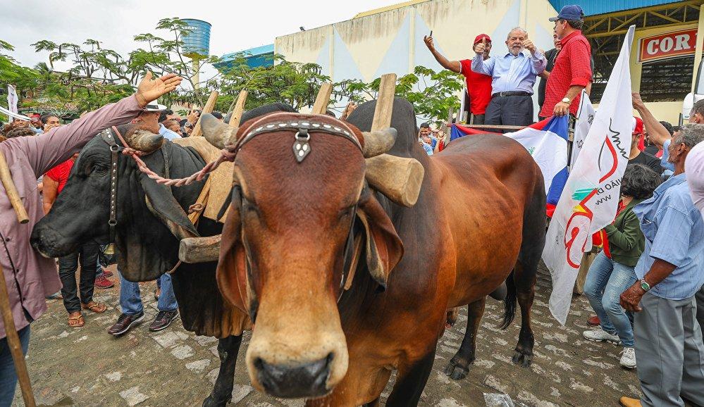 Lula se encontra com condutores de carro de boi em Arapiraca, Alagoas