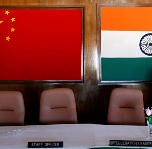 Bandeiras da Índia e da China (foto de arquivo)