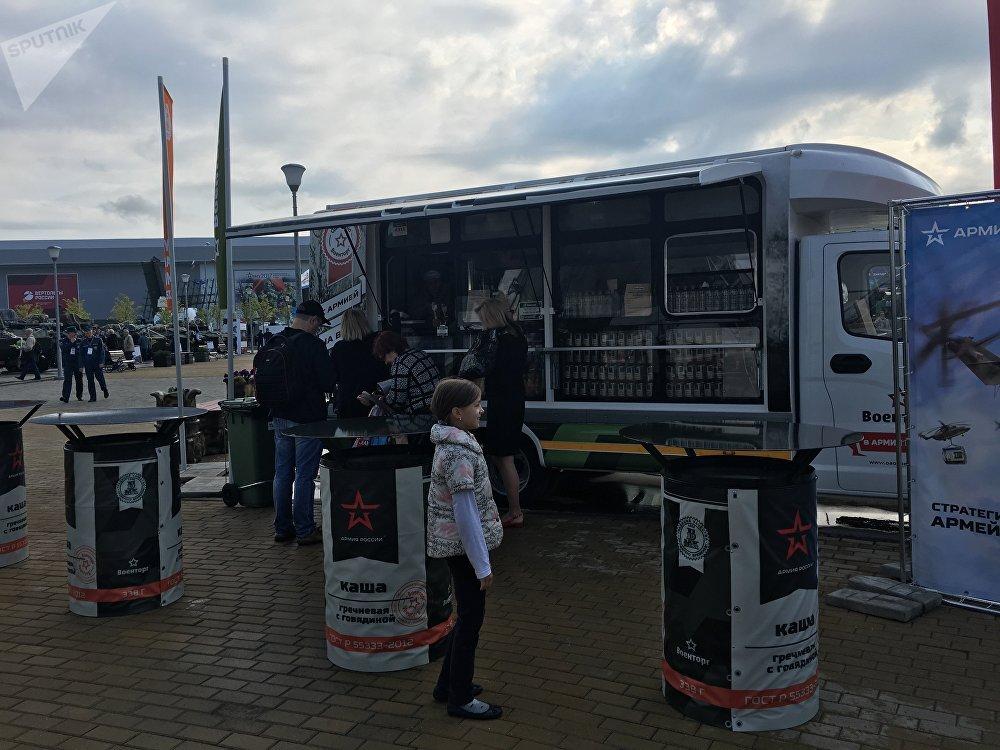 Lojas com cozinha de campanha no fórum militar EXÉRCITO 2017