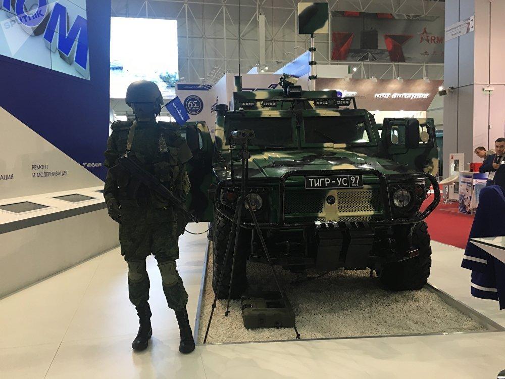 Veículo de comunicação russo Tigr-US da empresa Voentelekom na exposição EXÉRCITO 2017