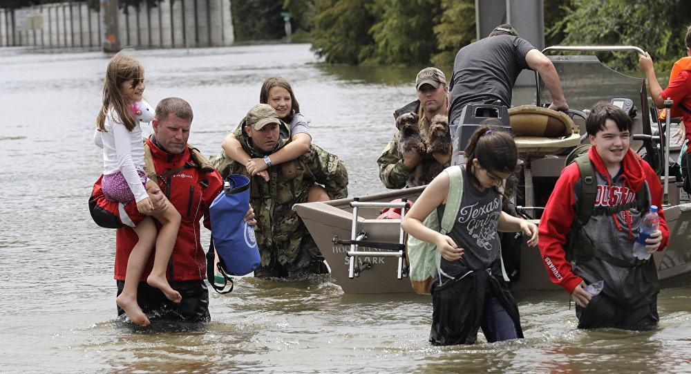 Harvey faz represas de Houston começarem a transbordar — EUA