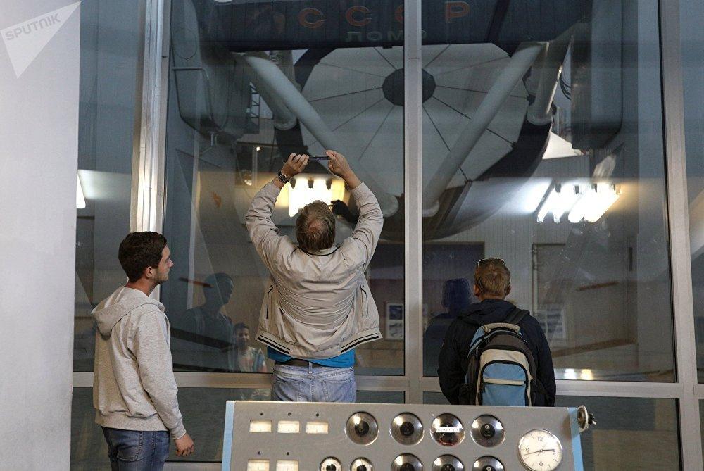 O maior centro astronômico da Rússia para a observação de corpos celestes a partir da Terra. A ferramenta principal de trabalho do observatório é o Grande Telescópio Azimutal que conta com um espelho principal com seis metros de diâmetro