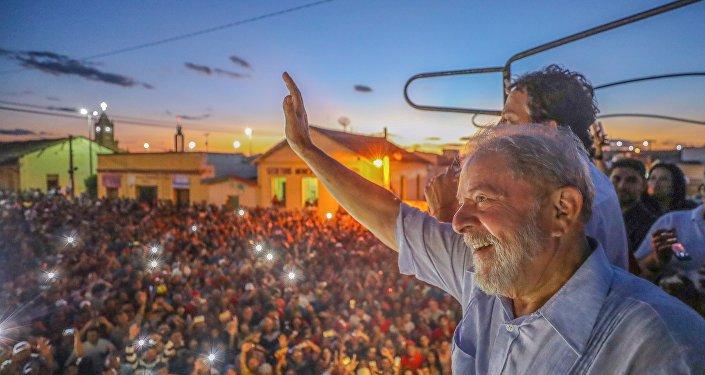 Lula visita a cidade de Cedro (CE).