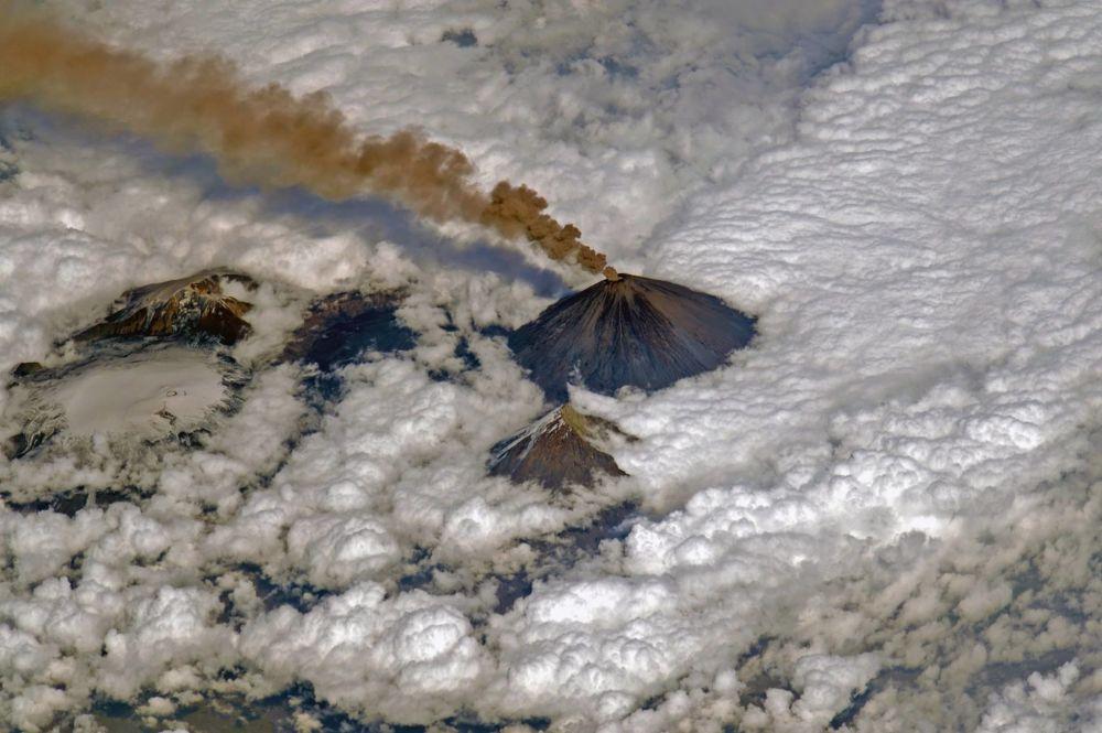 Vulcão Klyuchevskaya Sopka desperta na Península de Kamchatka