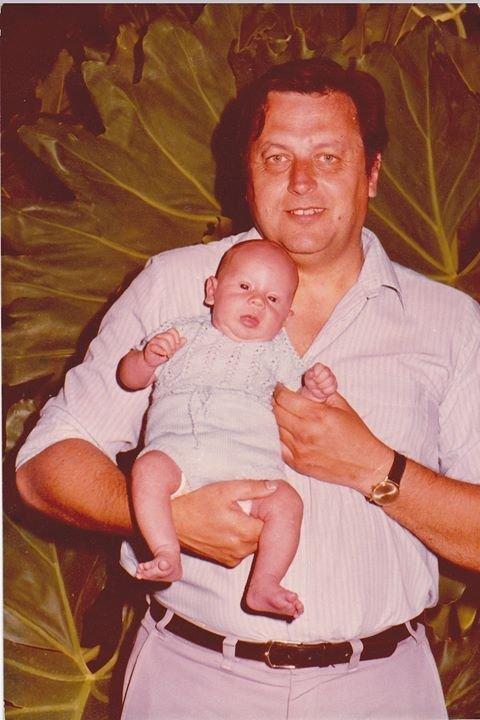 Vladimir Roslik com seu filho Valery nos braços