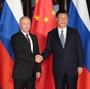 Presidente russo, Vladimir Putin, com seu homólogo chinês, Xi Jinping, durante o encontro bilateral nas margens da cúpula dos BRICS em Xiamen