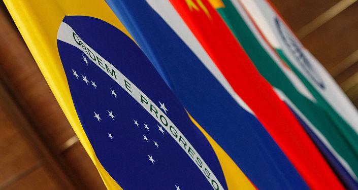 Bandeiras dos países-membros do Brics.