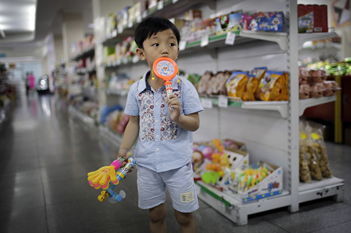 Um menino norte-coreano no supermercado