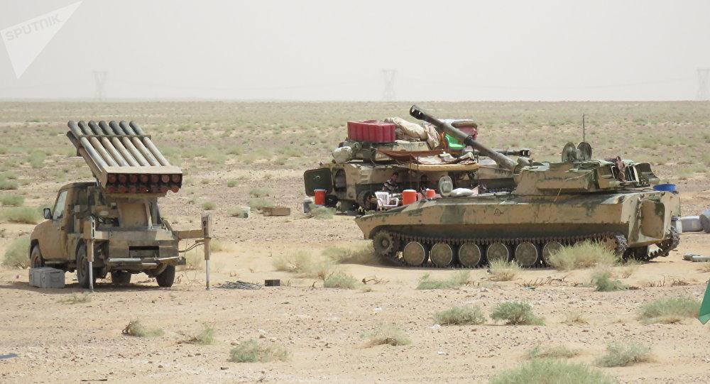 Material bélico do Exército Árabe Sírio é visto perto de Deir ez-Zor, no início de setembro de 2017