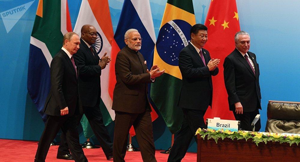 Os líderes russo, sul-africano, indiano, chinês e brasileiro na reunião multilateral durante a IX cúpula dos BRICS (foto de arquivo)