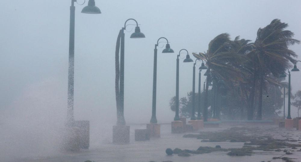O furacão Irma testa sua força danificando a costa de Porto Rico