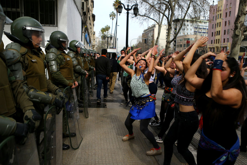 Comício de estudantes a favor de reformas do sistema de educação do Chile