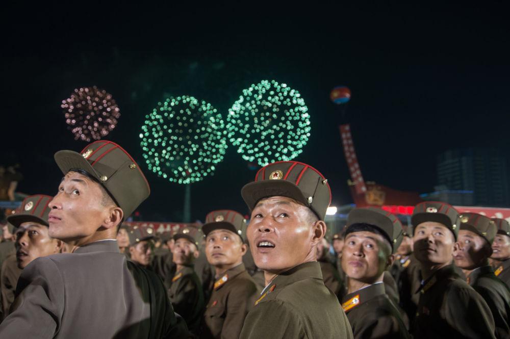 Norte-coreanos festejam teste bem-sucedido de uma bomba de hidrogênio