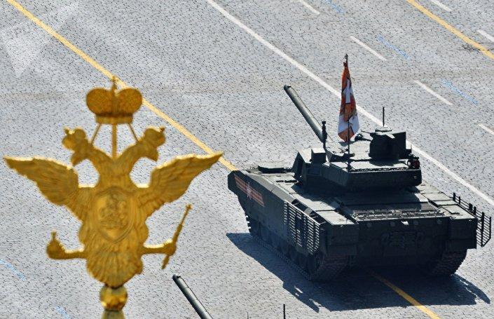 Tanque T-14 Armata durante a Parada da Vitória em Moscou, Rússia, 9 de maio de 2015