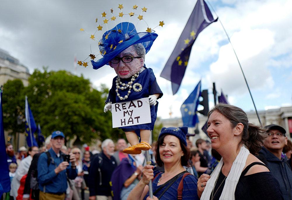 Imigrantes europeus e emigrantes britânicos unem forças ante Brexit