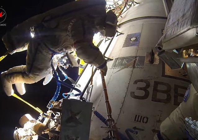 Acompanhe cosmonautas russos na caminhada espacial