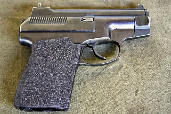 Pistola semiautomática especial